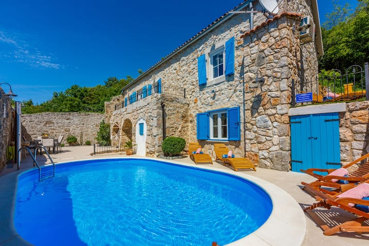 Three Bedroom Stone house, in the countryside in Grižane, Outdoor pool