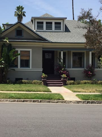 Redlands Historic District - Redlands - Hus