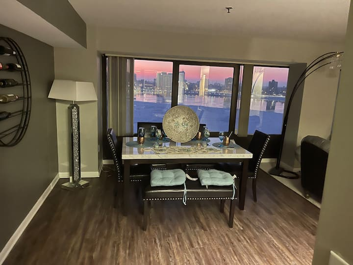 HIGH RISE RIVERFRONT LUXURY HOMELY LIVING