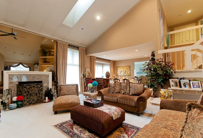 High-End Luxury Home With Full House Access
