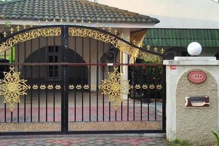 AbgZul Homestay, Kg. Belukar, Pauh, Kota Bharu.