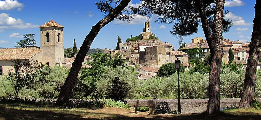 Mas Provençal dans écrin de verdure - Cuges-les-Pins - Casa