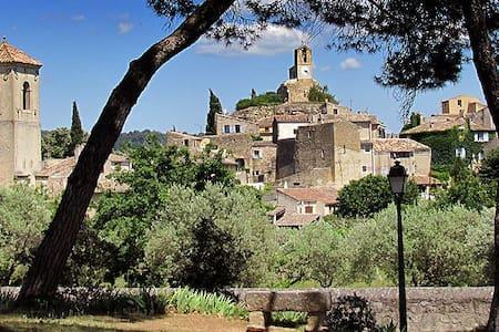 Mas Provençal dans écrin de verdure - Cuges-les-Pins - House