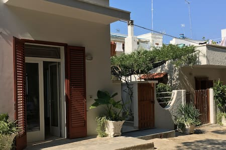 Newly decorated 2 bedroom house @100m seaside