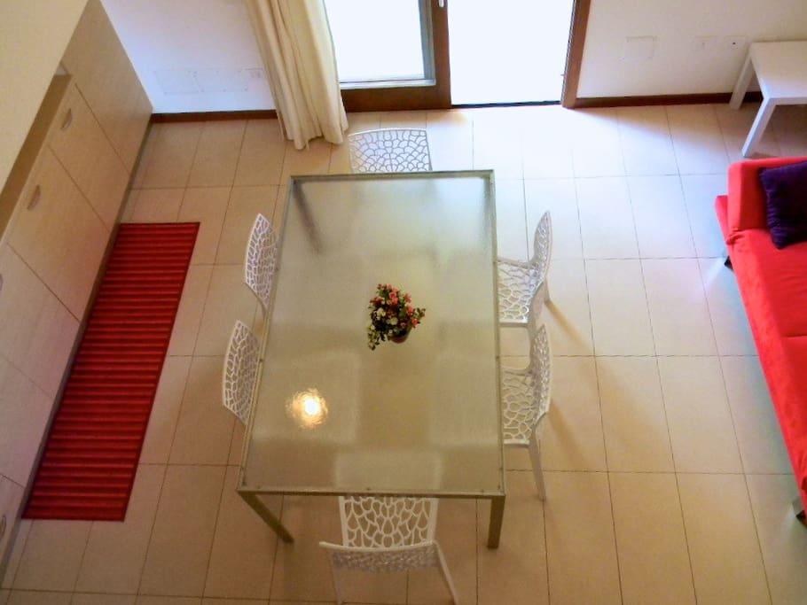 Tavolo e divano
