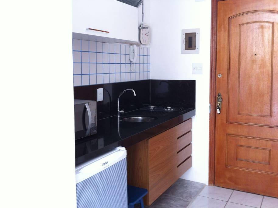 Frigobar + Cooktop + Microondas