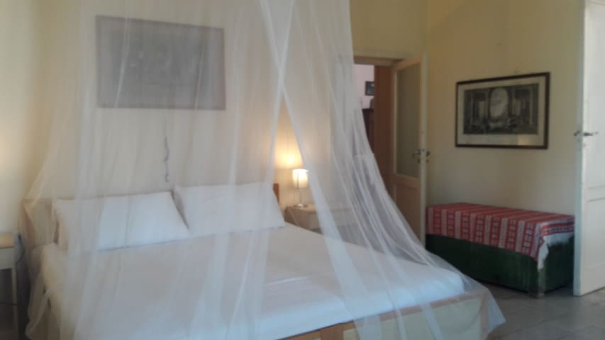La prima stanza con il letto king size