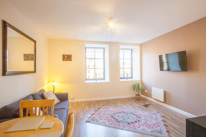 Stylish, Modern, Centrally located flat!