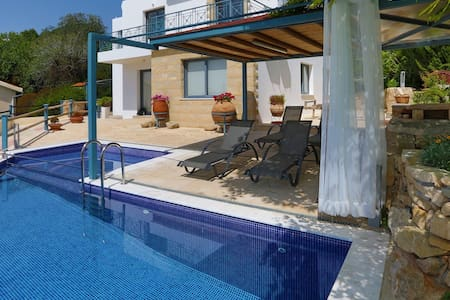 Infinite Blu Luxury Villa - Kissonerga - Villa