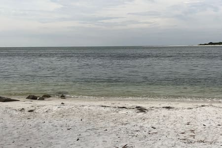 PARADISE RETREAT SIESTA KEY/WE ARE YOUR BEACH NOW