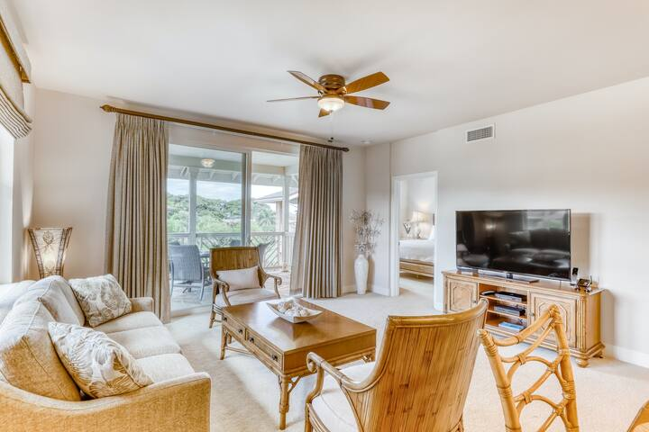 Upscale coursefront condo with central AC, shared outdoor pool - close to beach!