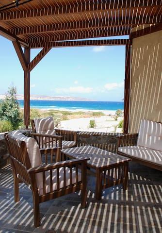 Spacious Seafront Villa