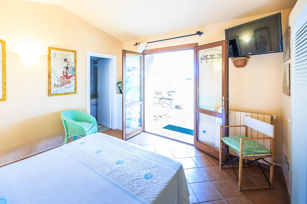 Suite indipendente in elegante villa bed breakfasts for Suite indipendente
