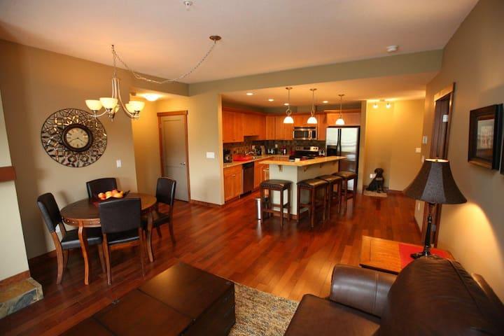 Canmore Place Condo -Luxury Condo