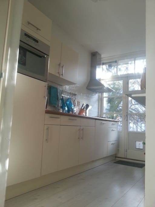 kitchen with dishwasher, oven and coffee machine