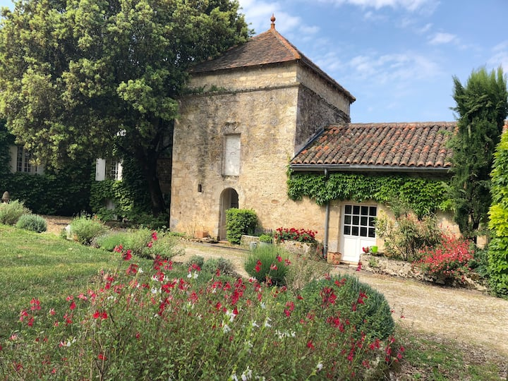 """Le Pigeonnier"" Studio-Cottage & pool, SW France."