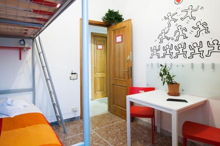 Habitación económica (wi-fi + cocina) cerca del metro A Quadraro
