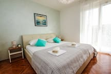 Family beach apartment app 2.