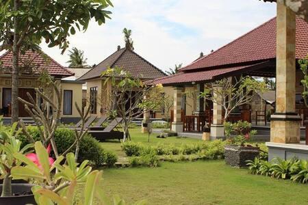 yogi beach bungalow at lembongan - Nusapenida