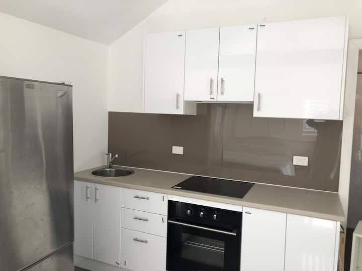 Self contained Granny flat only mins to the beach
