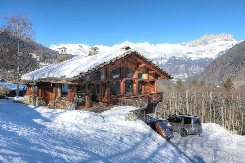 View of Chalet Castor in winter / Vue de Chalet Castor en hiver
