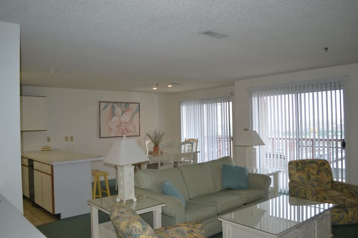 Short Walk to Ocean City Beach - 2 Bedroom Condo!