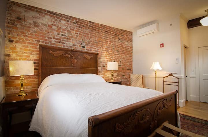 1867 Parkview Inn Boutique Hotel - Cozy Queen