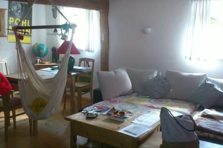 Zimmer in fränkischen Bauernhaus - Bergen - Lakás