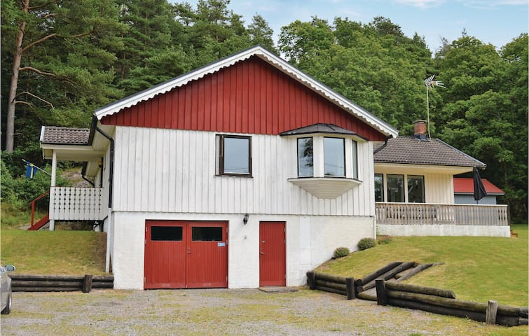 Holiday cottage with 4 bedrooms on 125 m² in Veddige