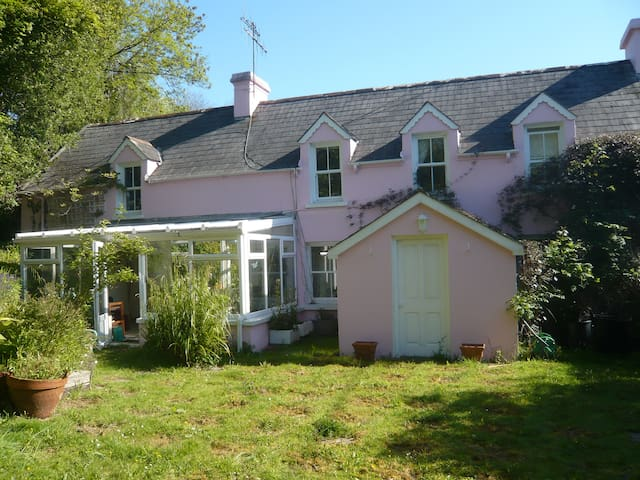 Mill Race Cottage, Private and Calm - Durrus