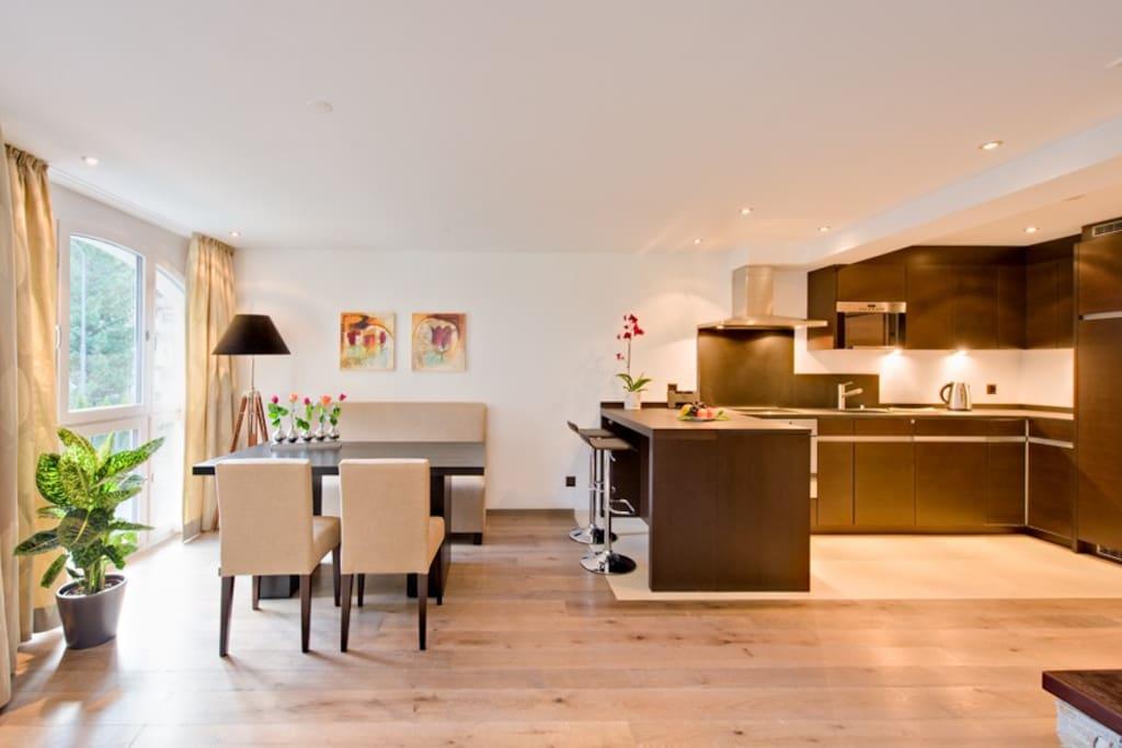 Esstisch & Küchenbereich