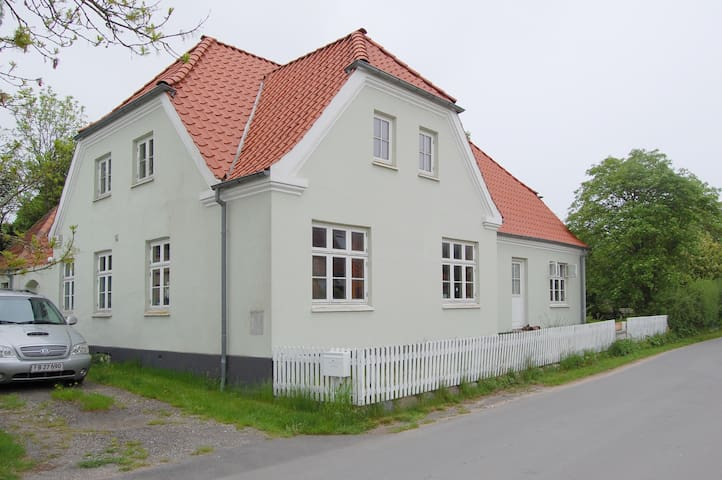 Island retreat for up to 6 guests - Strynø By