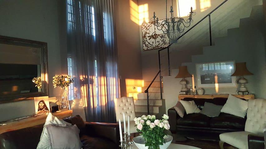 Muckleneuk Manor Room 1