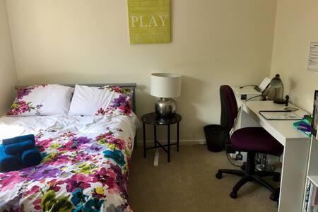 Sunny, traveller-friendly Brisbane apartment - Yeronga - 公寓