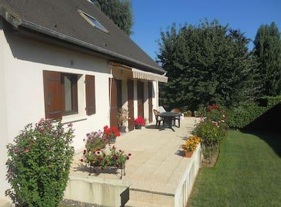 Chambre calme entre Caen et la Mer - Bénouville - Bed & Breakfast