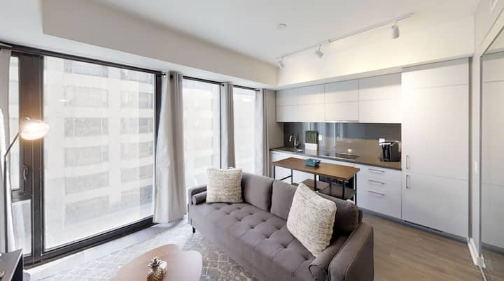 Sanitized Luxury Condo in Prestigious Yorkville