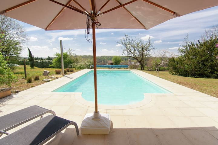 Charming Mansion in Brouchaud with Swimming Pool