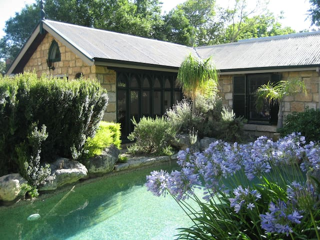 Private Garden Colonial Cottage - Claremont - Apartemen