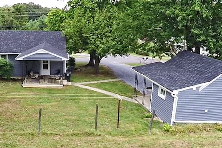 Convenient Home With Guest House - Lynchburg