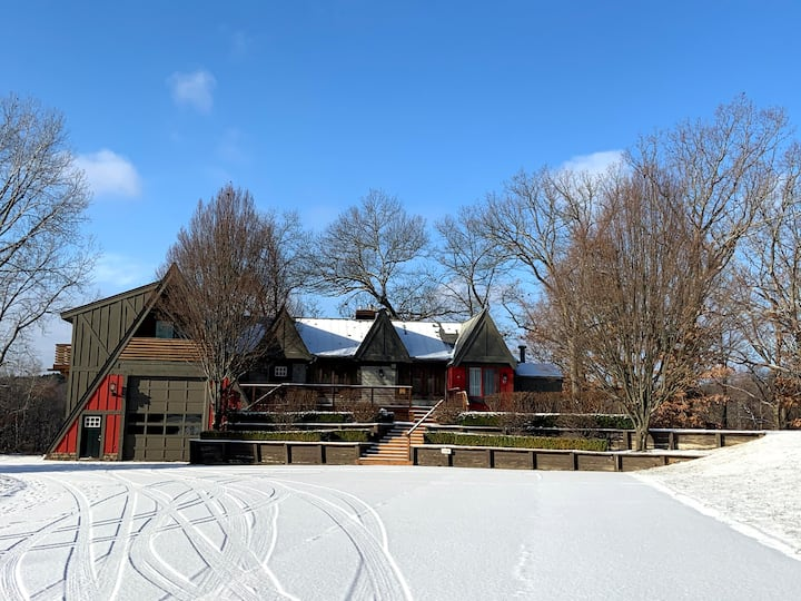 Stay on a Lakefront Horse Farm: The Lodge Cabin #4
