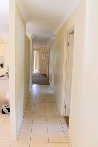 Double room and own bathroom - Pacific Pines - House