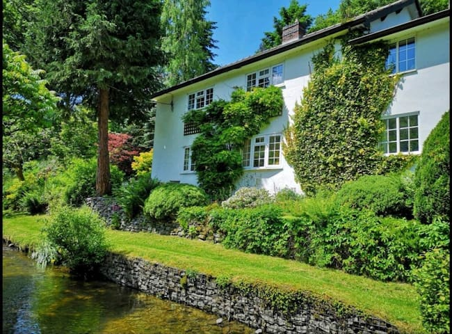A peaceful riverside cottage in a secret valley