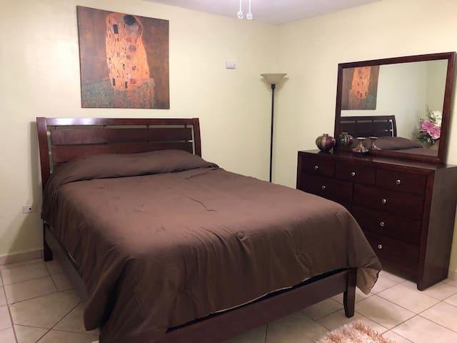 Queen Private Bedroom