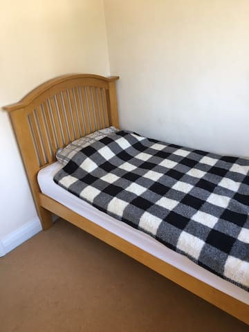 Single room- ideal for quick visits to north wales