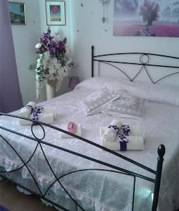 B&B Ba.Lu'. Camera Matrimoniale viola - Guspini - Bed & Breakfast