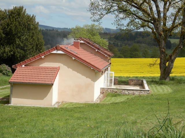 House in beautiful surroundings - Masbaraud-Mérignat - Haus
