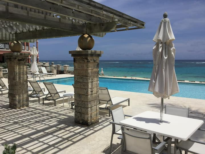 Leeward-Right on the ocean with spectacular views