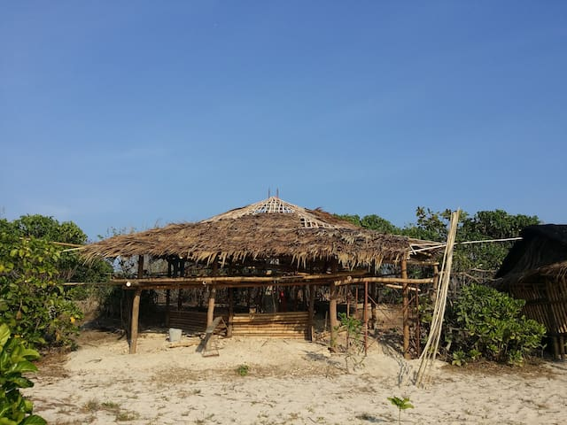 Octagon Beach House at White Sand Coral Beach - PH - Bungalow