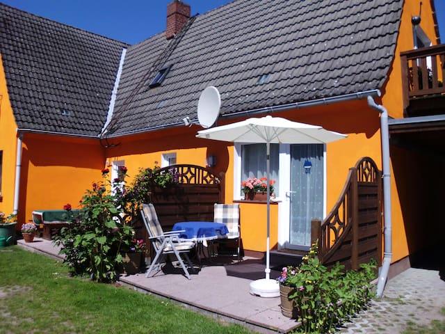 Sonnenblumenhaus mit Südterrasse - Prerow - Departamento