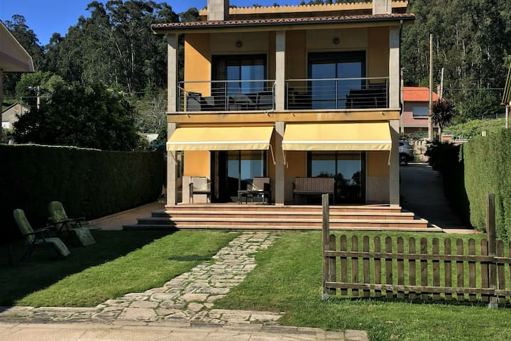 Nice apartment in beautiful villa with swimming pool at 400m from the beach